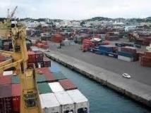 Nelle-Calédonie: le port bloqué par la grève générale contre la vie chère