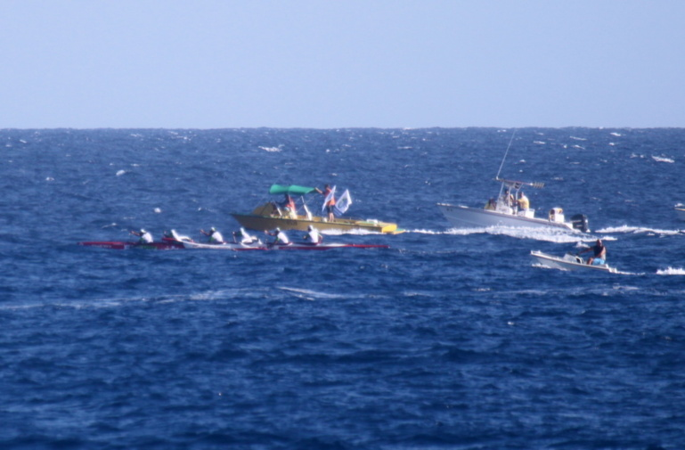 Tahiti Nui Va'a:  Shell Va'a remporte la 1ère étape en 5h 12