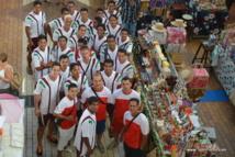 La sélection tahitienne dans les allées du marché de Papeete ce vendredi matin.