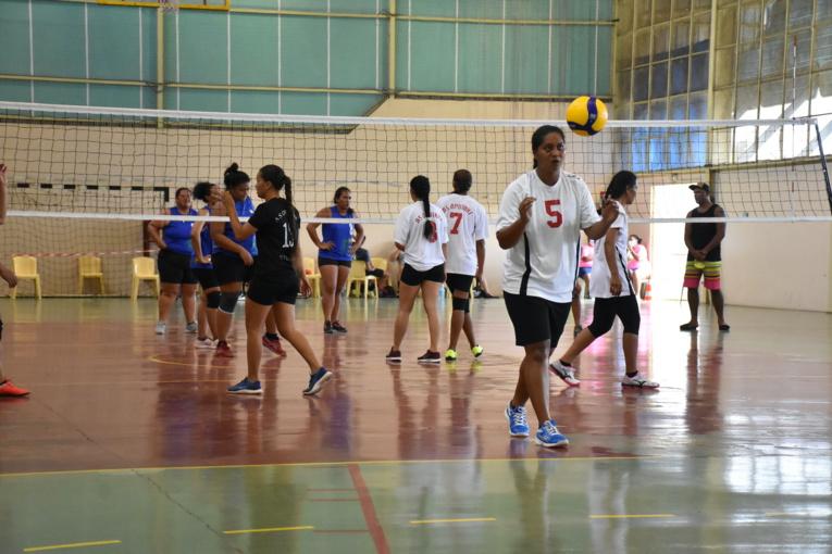 Les volleyeuses de Oputahi, originaires de Taha'a, ont décroché la deuxième place du groupe B derrière Vénus.