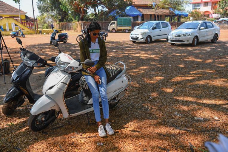 Inde: la jeune aux nattes brunes qui se bat pour les forêts de Mollem