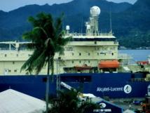 Le câblier « Île de Ré » à quai à Suva