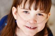 Attente déchirante aux Etats-Unis pour la greffe de poumons de Sarah, 10 ans