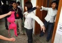 Des lycéennes chinoises privées de soutien-gorge à l'examen