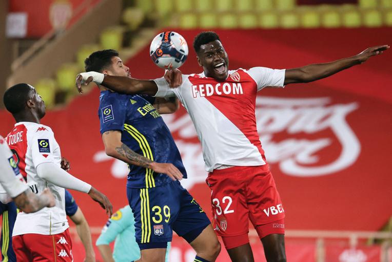 L1: Lyon renverse et talonne Monaco, qui laisse filer Lille et Paris en tête