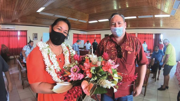 Derrière les sourires en public, les deux candidats à la mairie de Uturoa, Sylviane Terooatea et Matahi Brotherson, ne se font pas de cadeau