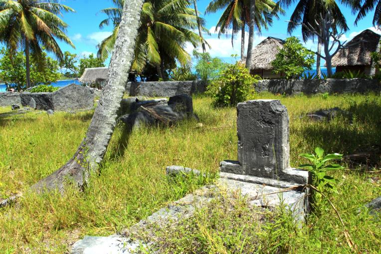 Le cimetière des Popa'a s'est rempli en 1918, au moment de l'épidémie de grippe espagnole. Celui des Paumotu fit évidemment de même...