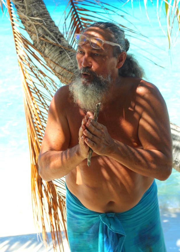 Enoha Pater, originaire de Moorea, est un guide qui aime par-dessus tout raconter son île d'adoption.