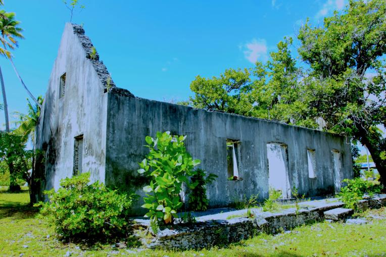Les ruines de ce bel édifice sont celles de ce qui fut l'école de Tetamanu.