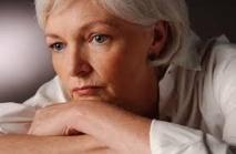 La ménopause due à la préférence des hommes pour des femmes plus jeunes