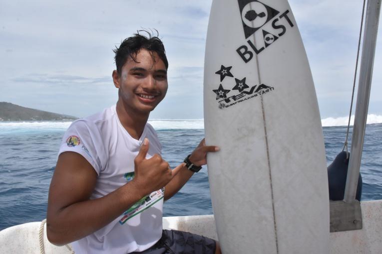 Tamahei Temu fait également parti de la section surf du Lycée de Papara.