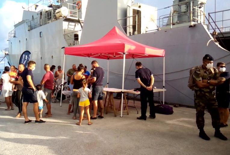 Le stand de la marine nationale, au pied de l'Arago.