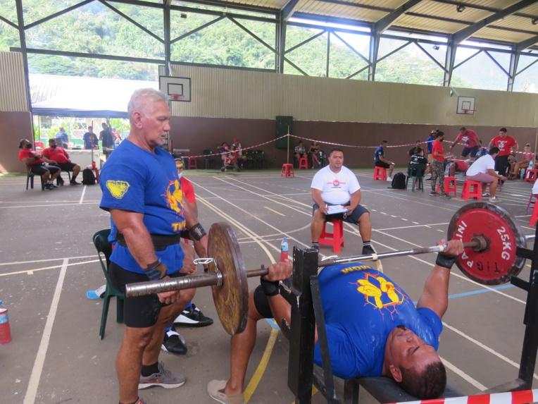 Il s'agissait du premier marathon développé couché de la saison pour les haltérophiles.