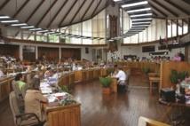 """Au centre de la photo le """"bocal"""" des traducteurs lors des séances à l'assemblée."""