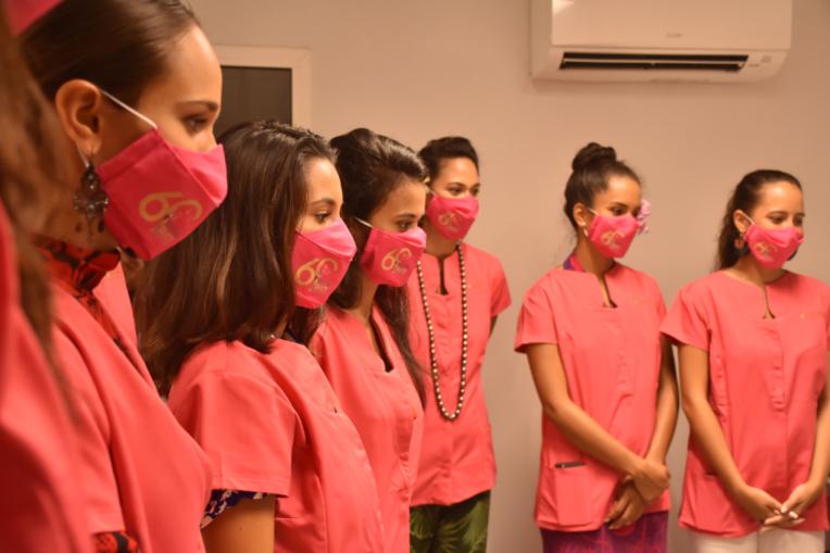 Miss Tahiti : les candidates enfilent la blouse de chimiste cosmétique