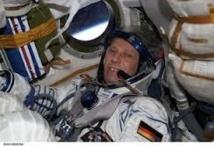 Des élèves croates saluent l'adhésion à l'UE en conversant avec un astronaute européen