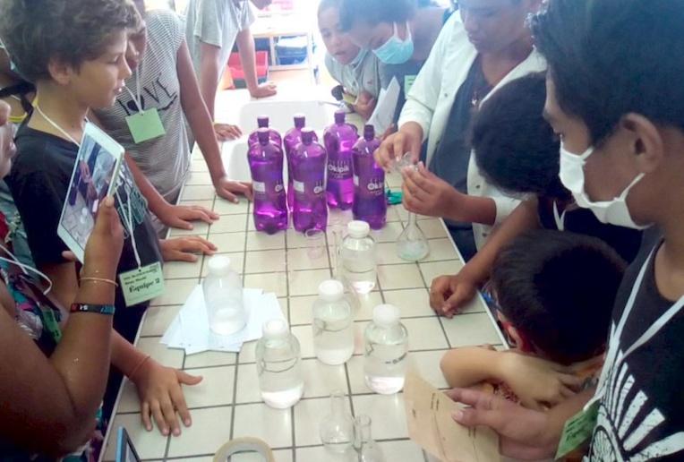 Les élèves de 4ème ont joué les professeurs de sciences en animant des ateliers auprès des plus jeunes.