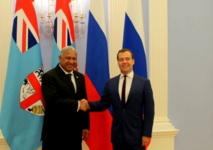 Le Contre-amiral fidjien Franck Bainimarama au cours d'un entretien en fin de semaine dernière avec le chef de l'exécutif russe, Dmitri Medvedev. (Source photo : ministère fidjien de l'information).