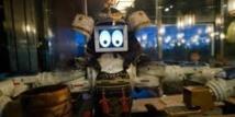 Poulets volants et robots danseurs: à Bangkok, les restaurants osent tout