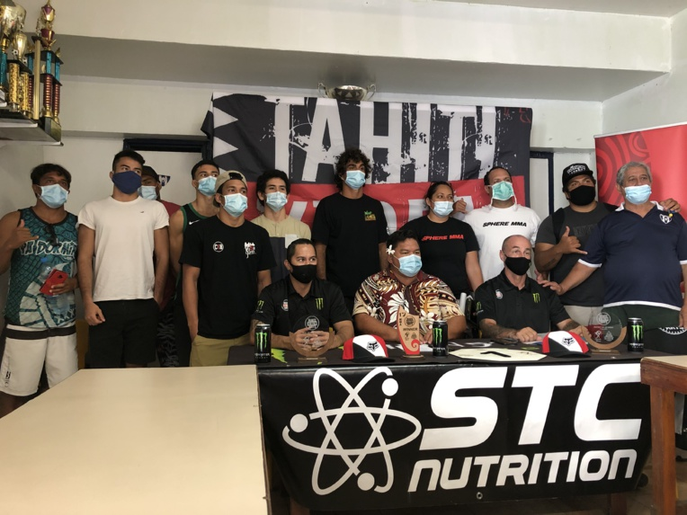Sur la gauche, des athlètes de Te Aro MMA, club fondé par Keoni Terorotua. Ils seront cinq à combattre pour la première soirée de MMA amateur au fenua.