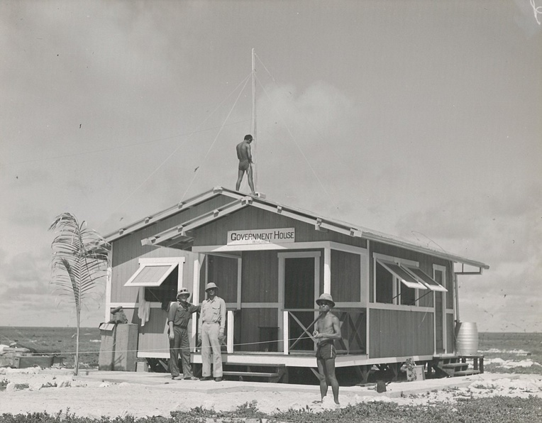 Sur Howland Island, les Américains avaient construit le même préfabriqué que sur Baker Island, lui aussi baptisé Government House.