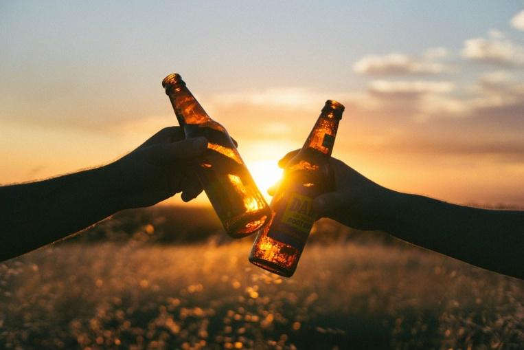 Alcool: pas de niveau sans danger pour la santé, même en terrasse