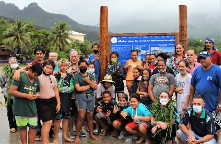 L'aire marine éducative de la baie de Hakahau à Ua Pou a été inaugurée mardi, après trois ans de travail sur la protection de l'environnement marin par les élèves.