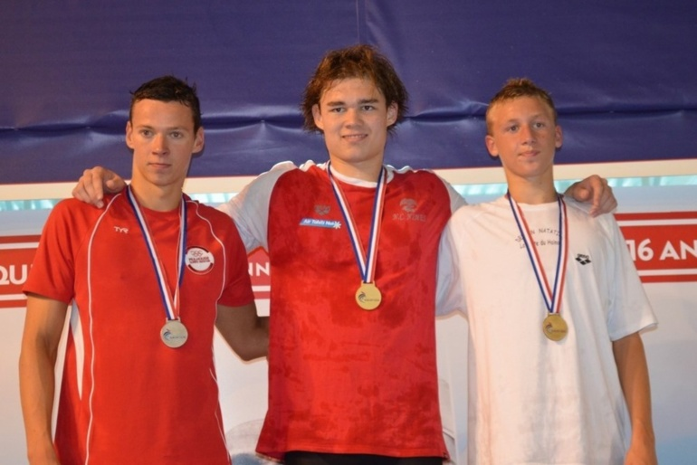 Rahiti DE VOS, un jeune polynésien champion de France de natation.