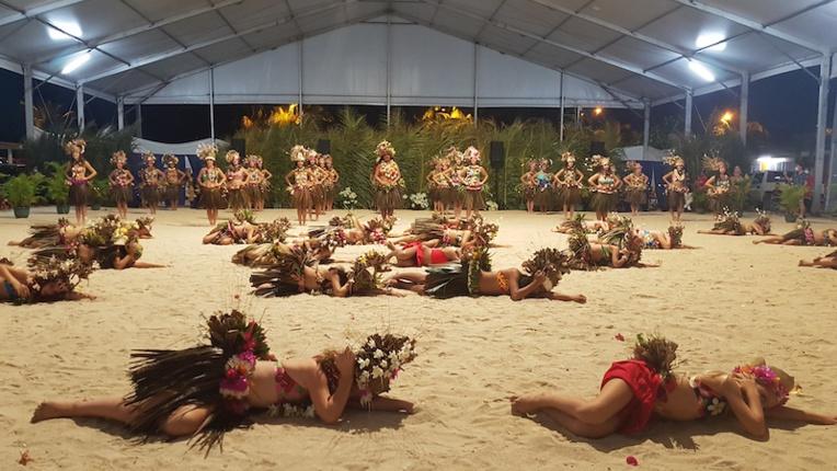 'Ori Tahiti à Bora Bora par l'école de danse Hivaiti