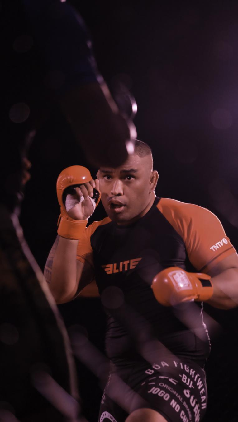 Teiki Nauta a remporté le premier main-event du MMA polynésien face à Ragitea Kainuku.