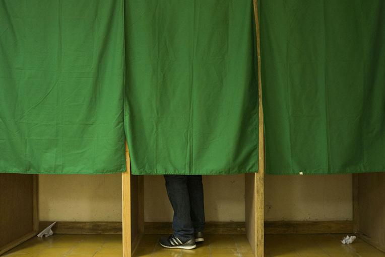 Régionales: entre 59% et 64% d'abstention, un record, selon un sondage