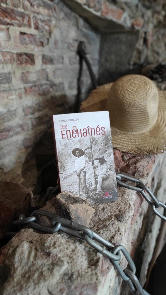 """""""Les enchaînés"""", une vie de bagnard en Calédonie"""