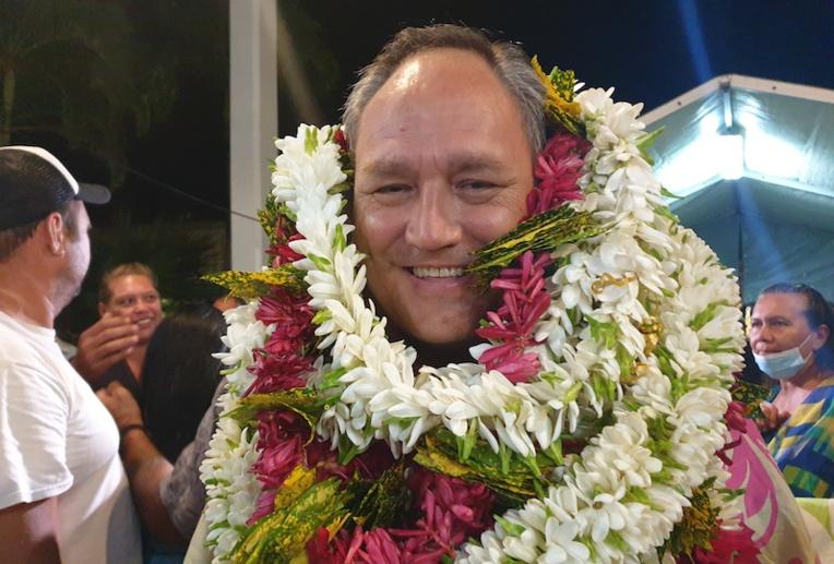 Matahi Brotherson a remporté dimanche les élections municipales de Uturoa avec 1 848 voix, contre 1 031 pour son adversaire Sylviane Terooatea.