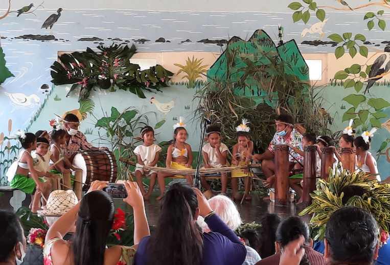 La prestation de percussions des SP-SM de l'école de Avera.