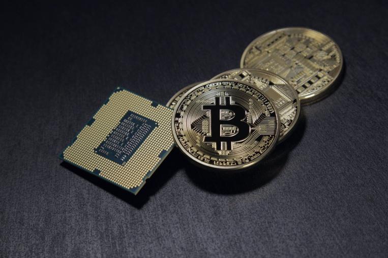 """Cryptomonnaies: les """"mineurs"""" contraints de fuir la Chine"""
