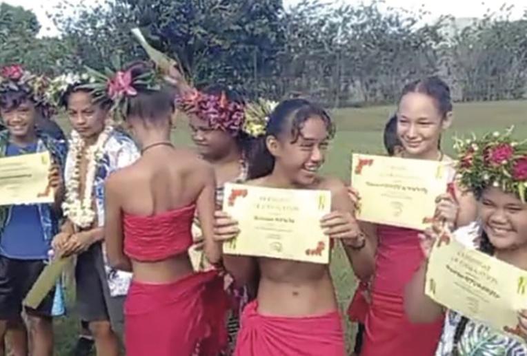 Les élèves de CM2 ont reçu un certificat de graduation pour leur passage en 6ème.