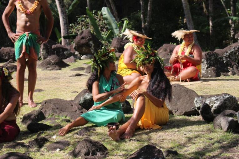 Au marae Arahurahu , 12 groupes au lieu d'un