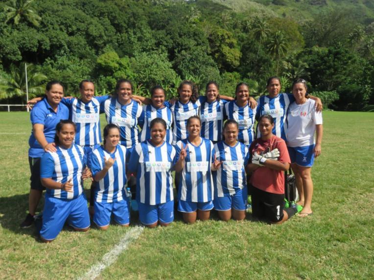 L'équipe féminine de Mira qui a remporté la première Coupe de Moorea.