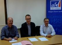 Richard Mann Directeur général adjoint de la CPS, Hervé Breton, Directeur de l'antenne AFD de Nouméa et Jean-Luc Fauré-Tournaire, Représentant Permanent adjoint de la France auprès de la CPS, lors de la signature mardi.