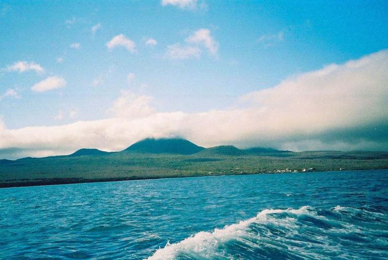 Floreana telle que les marins la voyaient avant d'y faire escale ; ils savaient y trouver des tortues, de l'eau douce et, grâce à Watkins des citrouilles et des pommes de terre.