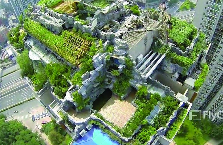 Curieux chantier de démolition au sommet d'une tour de Pékin (vidéo)