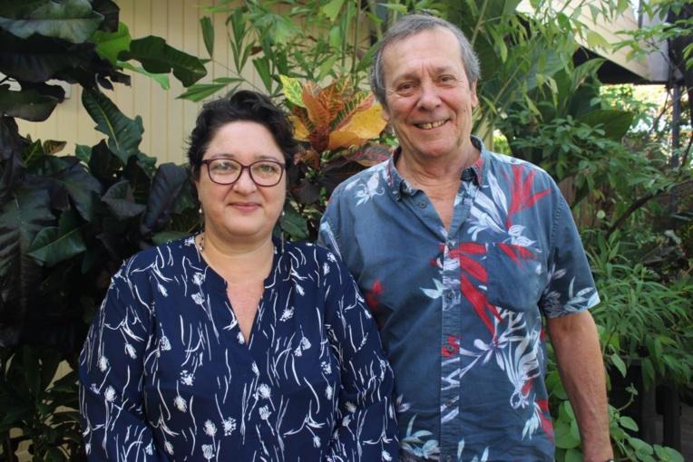 Sophie Baptendier, présidente de Polynélivre et Patrick Chastel, auteur et membre de l'association Tāparau participent à l'organisation de l'événement.
