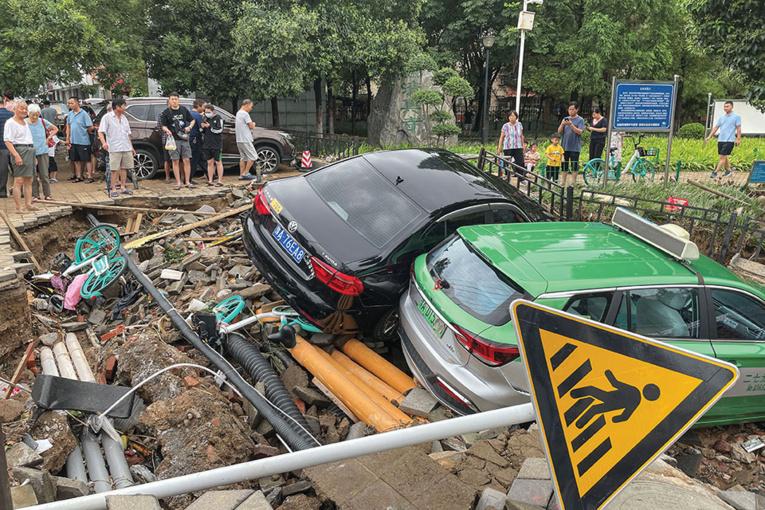 Chine: des intempéries record font 25 morts et engloutissent un métro