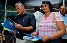 Premières lectures de la part du public (Source photos : ministère fidjien de l'information)