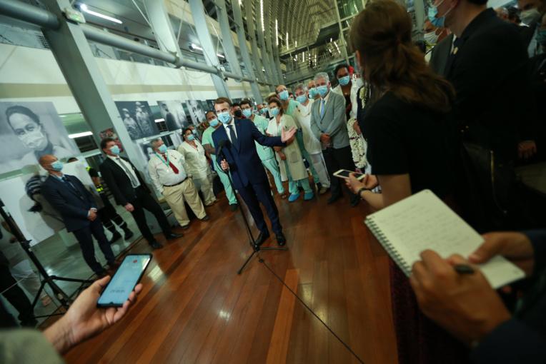 """Au CHPF, Emmanuel Macron exhorte à la vaccination contre """"l'égoïsme"""""""