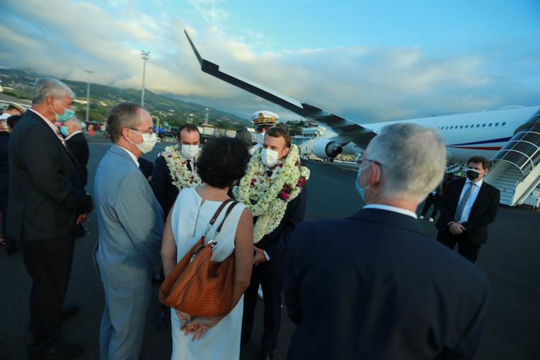 L'incident a eu lieu peu de temps après l'arrivée du Président Emmanuel Macron en Polynésie, mais loin du chef de l'Etat à l'extérieur de l'aéroport à Faa'a.