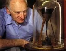 """Australie: mort du physicien chargé de """"l'expérience de la goutte de poix"""" commencée en 1927"""