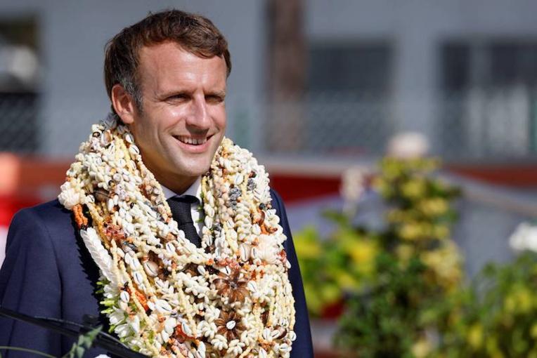 Emmanuel Macron avance son départ de Polynésie à mardi soir