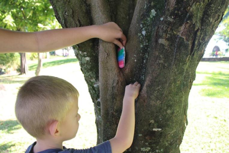 Page enfant : À la recherche des pierres cachées