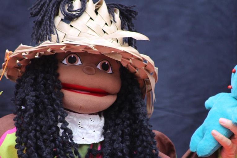 Page enfant : Étoiledaraignée, l'enthousiasmante marionnette